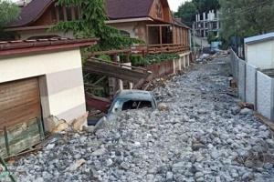 Überflutungen auf der Krim: Geröll und Müll auf Straßen von Siedlung Ai Vasil