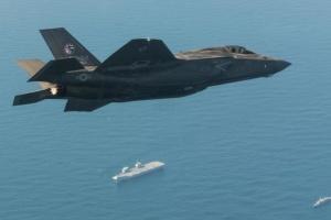 Літаки США вперше з Другої світової здійснили бойовий виліт з іноземного авіаносця