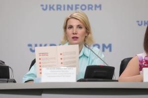 Центр інформбезпеки презентував брошуру з порадами, як діяти в разі війни