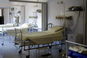 Волонтери Снігурівської громади пошили для лікарні 50 комплектів постільної білизни