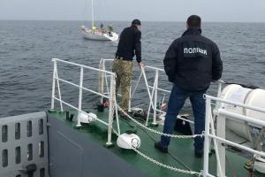 Трое жителей Херсонщины вербовали моряков для перевозки нелегалов - дело передали в суд