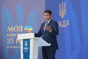 Разумков вважає, що змінювати форму правління в Україні не потрібно