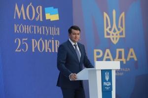 Разумков запевнив, що залишається в команді Зеленського