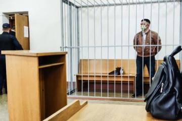 Selbstmordversuch vor Gericht in Belarus: Oppositioneller rammt sich Kugelschreiber in Hals
