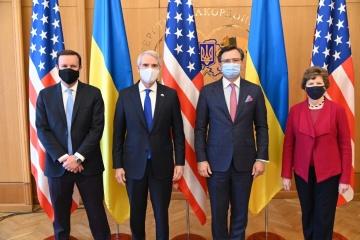Kouleba rencontre une délégation de sénateurs américains à Kyiv