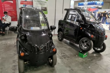 Two Ukrainian small electric cars presented at auto show in Kyiv