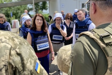 OSCE Chairperson-in-Office visits entry-exit checkpoint 'Novotroitske'