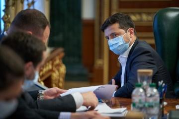Zelensky aprueba sanciones del Consejo de Seguridad y Defensa contra tres personas y 55 entidades