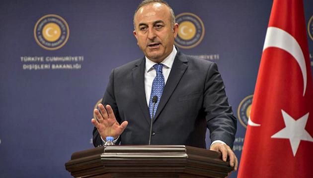 Çavuşoğlu responde a las críticas del Kremlin a las relaciones Turquía-Ucrania