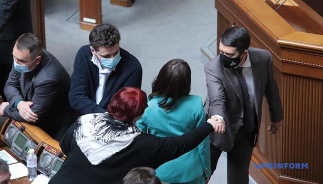 Разумков відкрив Раду, у залі зареєструвалося 202 депутати