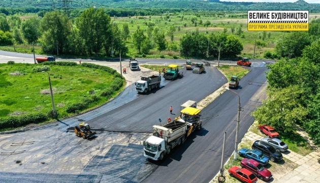 На Луганщині завершують дорогу до прифронтового Золотого - фото