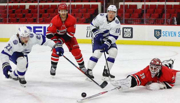 НХЛ: «Тампа-Бей» здобула другу перемогу над «Кароліною» в плей-офф Кубка Стенлі