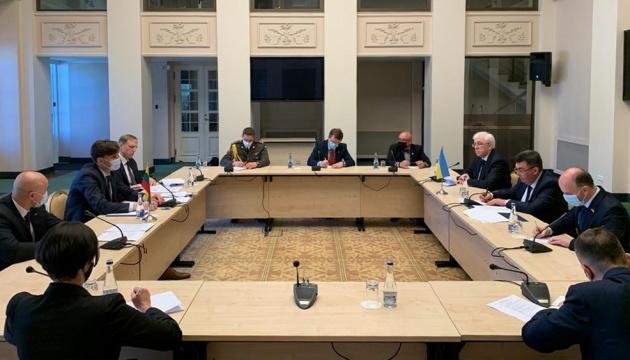 Російсько-білоруські навчання: Данілов обговорив загострення з радником президента Литви