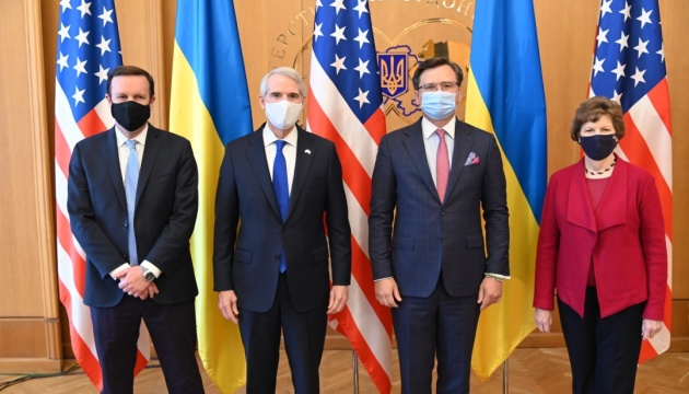 Кулеба розпочав зустріч із делегацією американських сенаторів