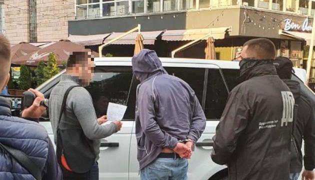 Заступника голови Чернігівської ОДА звільнили після затримання на хабарі