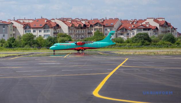 Поновлення авіарейсу Київ-Ужгород: пасажири поділилися враженнями