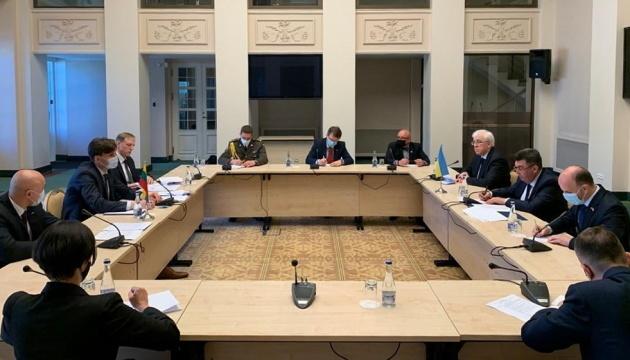 Ejercicios Rusia-Belarús: Danílov trata la escalada con el asesor del presidente lituano