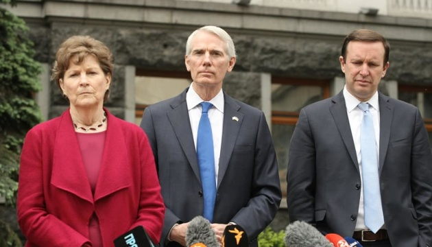 U.S. senators discuss Ukrainian reforms with Zelensky
