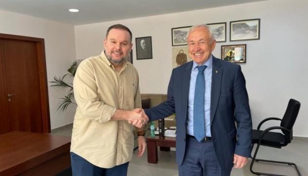 Посол України обговорив можливість запровадження україномовного гіда в Албанії
