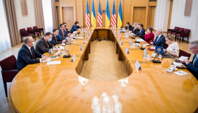 Nord Stream 2 несе не лише економічні загрози - Кулеба