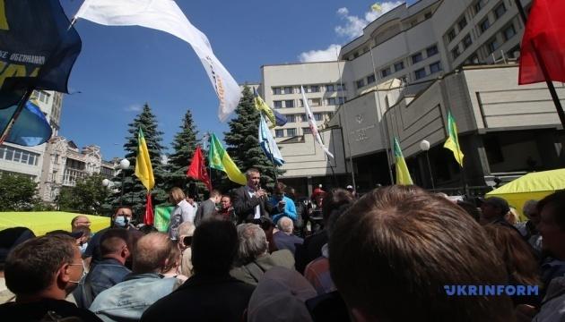 КСУ продолжает рассмотрение дела об открытии рынка земли, под судом - митинг