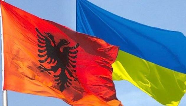 Kuleba y Xhaçka acuerdan intensificar la cooperación entre Ucrania y Albania