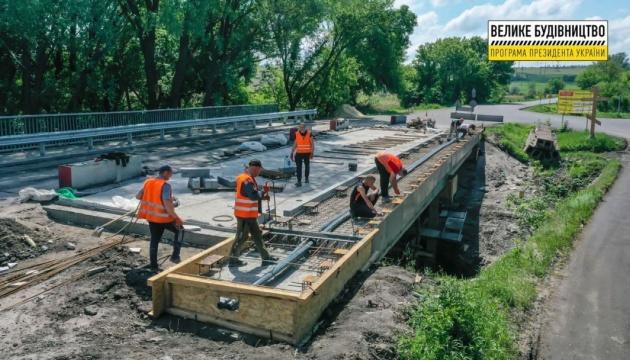 На Луганщине завершается ремонт моста через реку Беленькая
