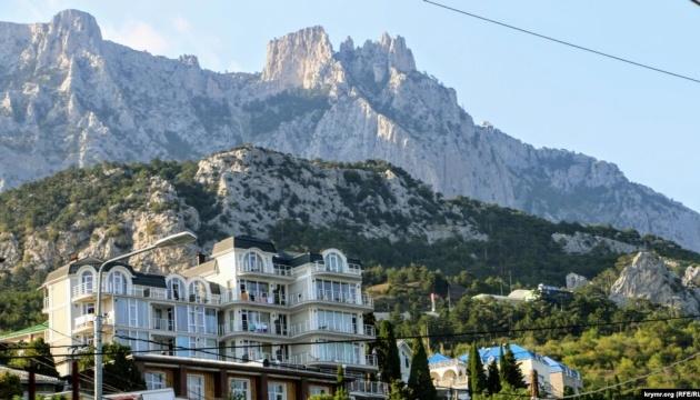 Окупанти хочуть передати Якутії два туристичні об'єкти в Криму