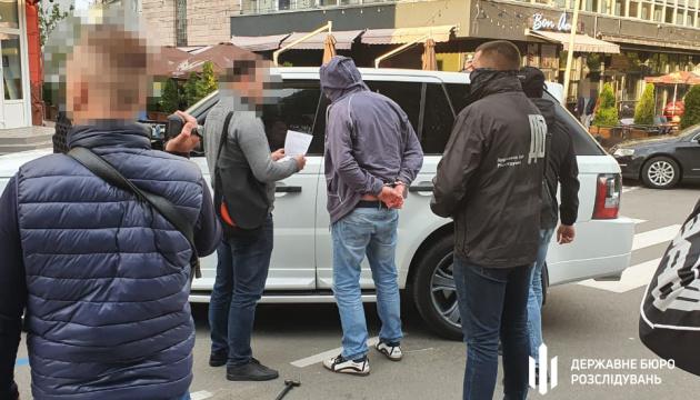 Суд арештував затриманого на хабарі в $160 тисяч ексчиновника Чернігівської ОДА