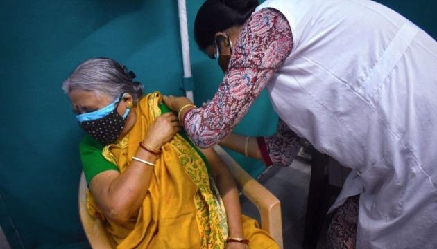 Індія замовила 300 мільйонів доз іще не затвердженої COVID-вакцини