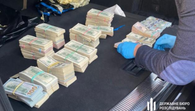 На Волині в автомобілі митника знайшли понад $700 тисяч - ДБР