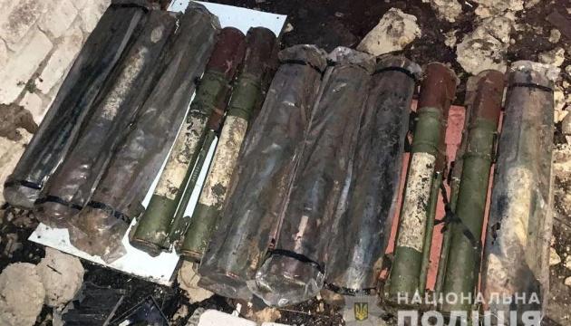 Під Слов'янськом знайшли схрон з 11 гранатометами, гранатами та набоями