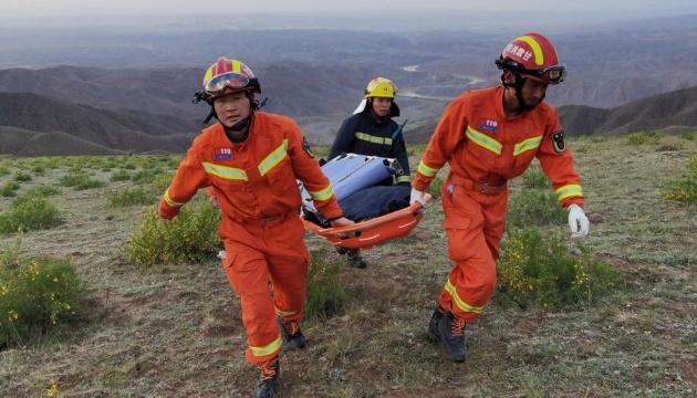 Кількість жертв злив у Китаї зросла до 25 осіб