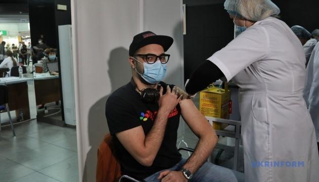 На вихідні в Україні запрацювали 10 центрів вакцинації