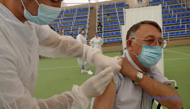 Очереди на вакцинацию, измененный приговор Стерненко и град-великан