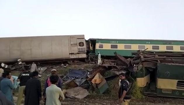 У Пакистані зіткнулися потяги, 40 загиблих