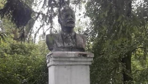 На Хмельниччині знесли останній пам'ятник Леніну