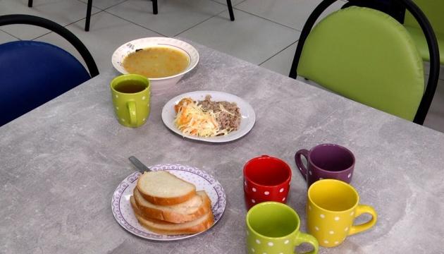Отравление в детсаду на Буковине: бактерии повсюду - в продуктах, посуде и воде