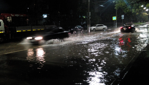 Злива з градом затопила вулиці окупованої Керчі