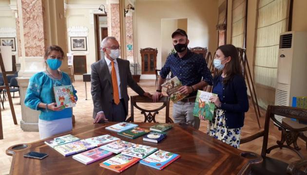 Парламентська бібліотека у Грузії поповнилась новими українськими дитячими книжками