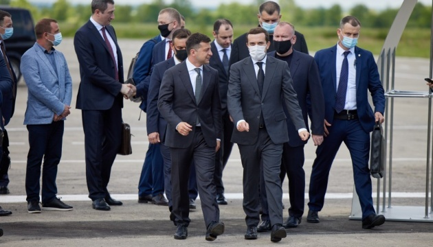 Zelensky inspects reconstruction of Kryvyi Rih airport