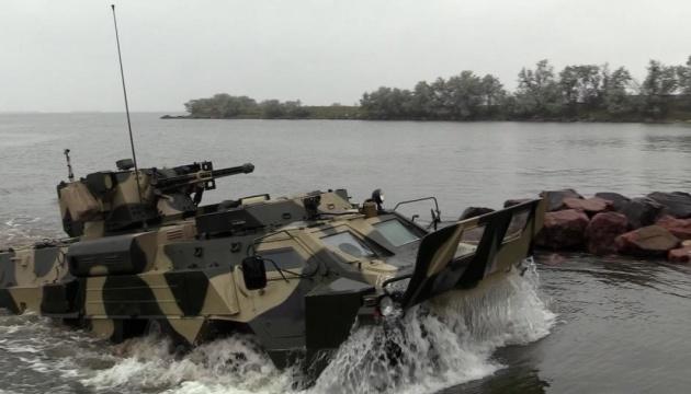 Українські військові випробували «БТР-морпіх»