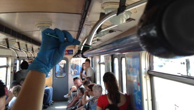 Майже 11 тисяч вірусів: вчені дослідили мікроби столичного метро