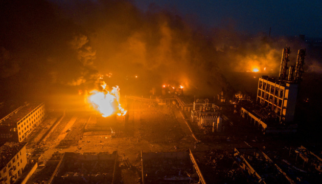 У Китаї сталася пожежа на хімзаводі з виробництва полікремнію