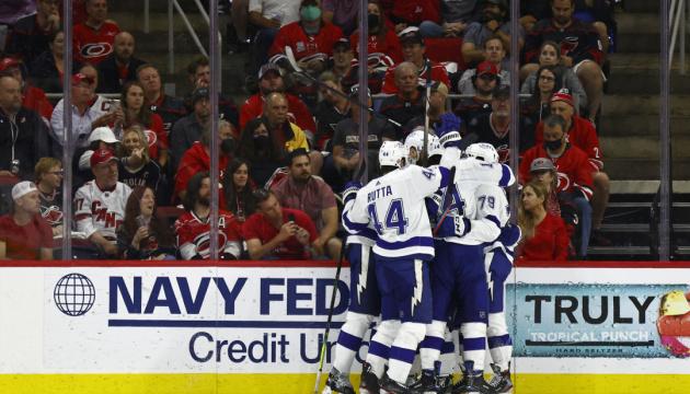НХЛ: «Тампа-Бей» виграла серію у «Кароліни» і вийшла до півфіналу Кубка Стенлі