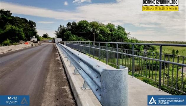 На Прикарпатті на дорозі єдності ремонтують три мости