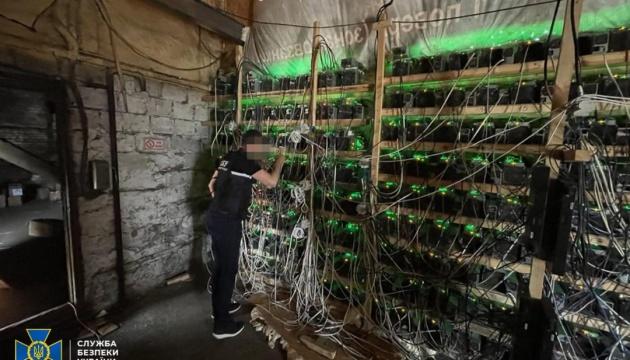 На Дніпропетровщині криптовалюту «видобували» просто з трансформатора