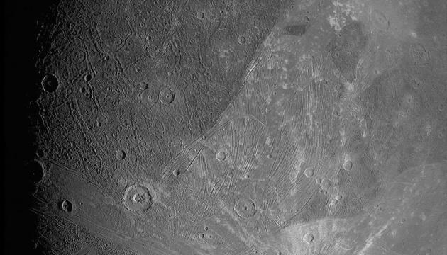 Зонд NASA показал самый большой спутник Солнечной системы