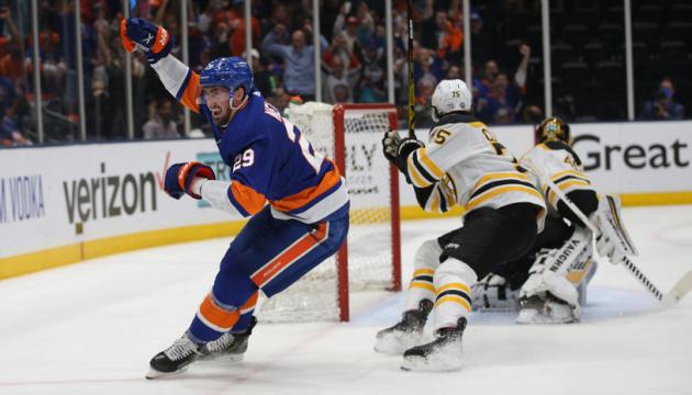 НХЛ: «Айлендерс» обіграв «Бостон» і вийшов до півфіналу Кубка Стенлі