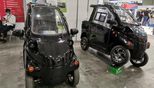 Два украинских мини-электромобиля показали на выставке в Киеве